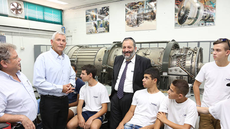 Minister Rabbi Aryeh Deri Praises Israel Sci-Tech Aerospace School